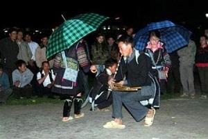 Khen playing in Love market