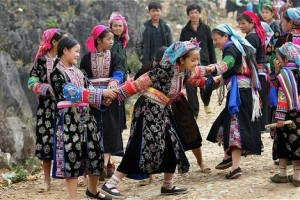 ethnic play games in Vietnam
