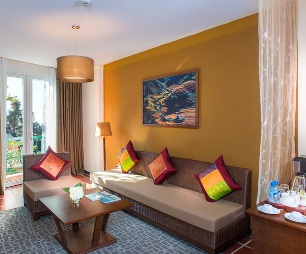 U Sapa suite living room