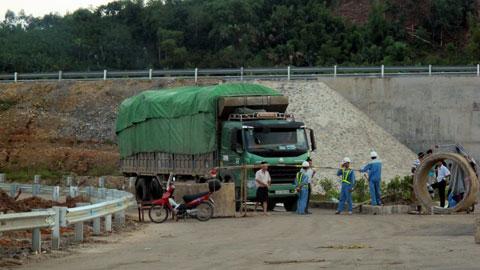 Lao Cai Hanoi highway 21 Sep 2014