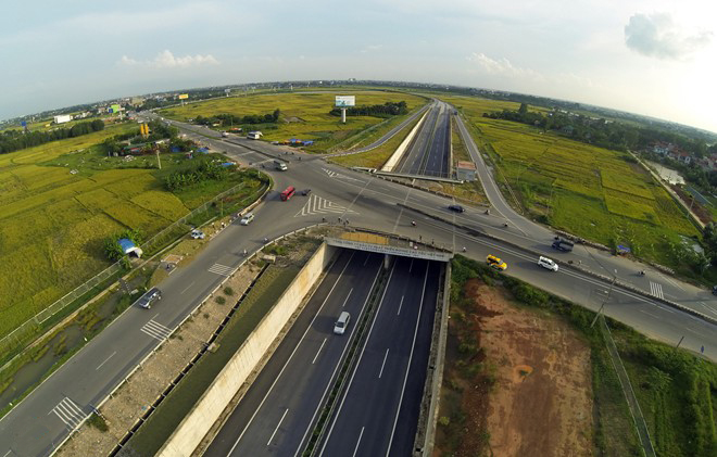 The second way is to go to the intersection of Highway 2 and the North Thang Long – Noi Bai Highway turn left into Highway 2, go straight about 0.5 km, turn right to enter the highway in the right branch of the intersections between the highway and Highway 2.