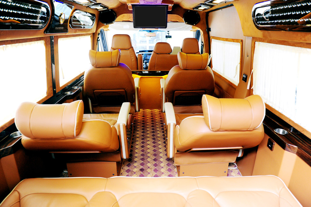 Luxury shuttle bus to Topas Sapa