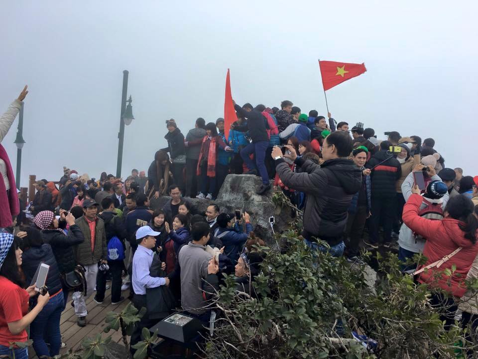 Crowd at the summit